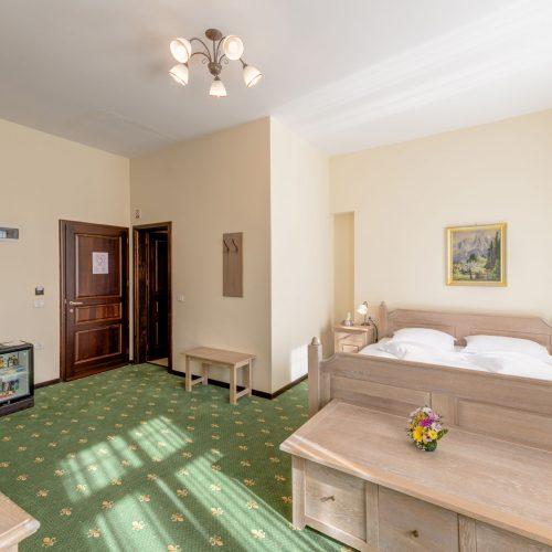 _aib3158_59_60_61_62_interiorroom