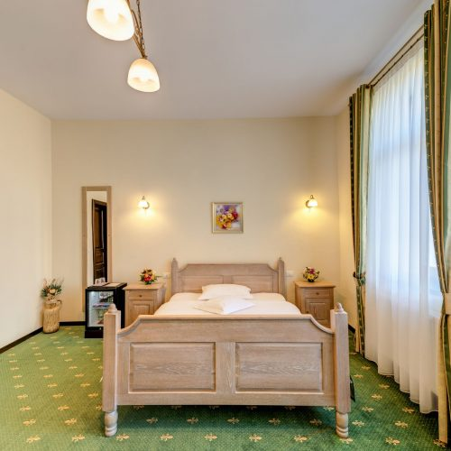 _aib3381_2_3_4_5_interiorroom