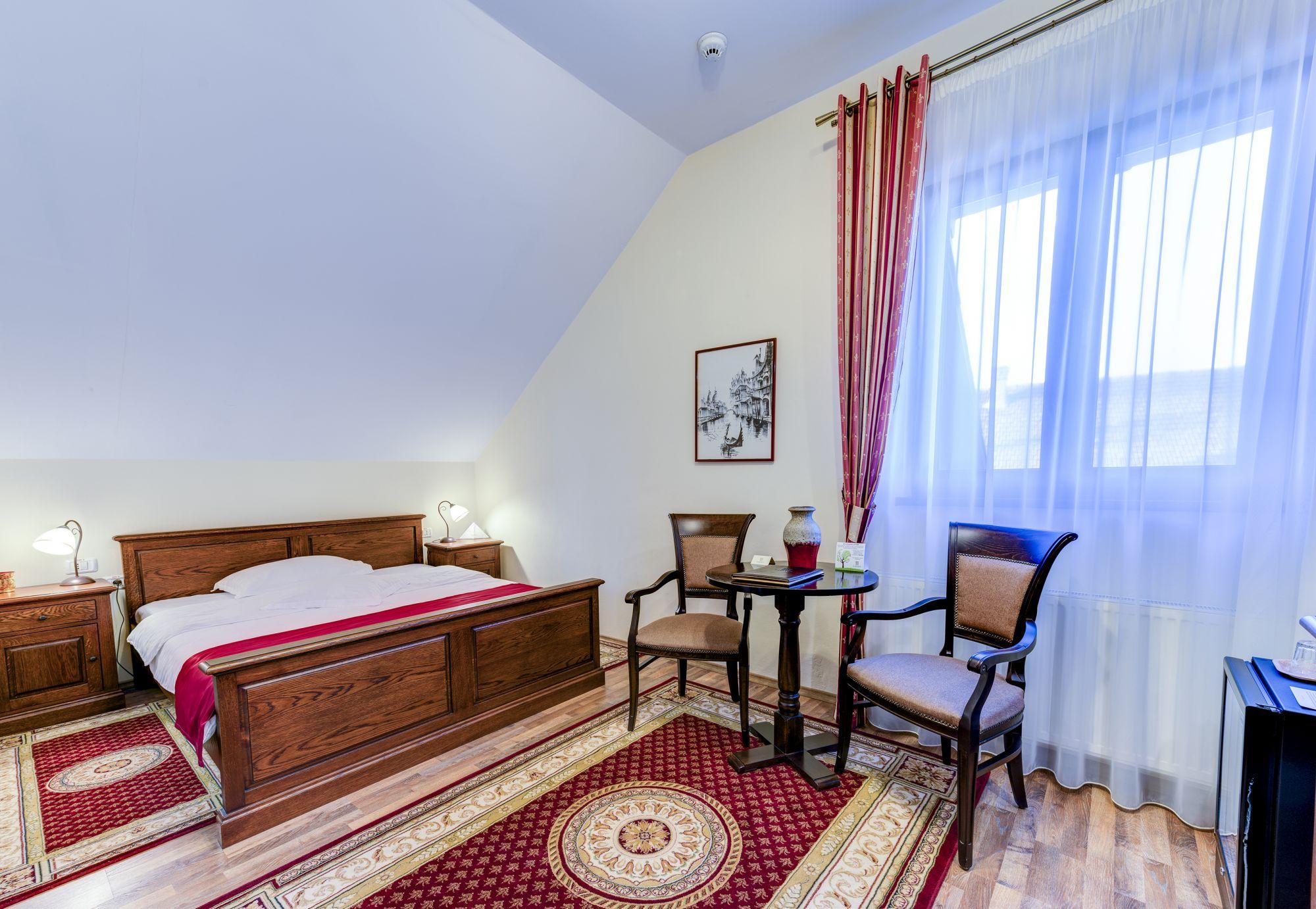 _aib3420_1_2_3_4_interiorroom