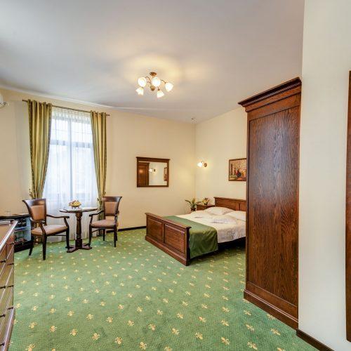 _aib3677_78_79_80_81_interiorroom